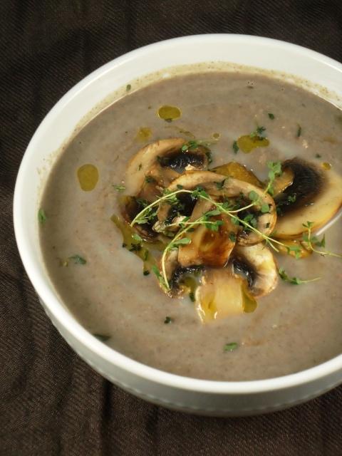 Sopa de castanha e cogumelos