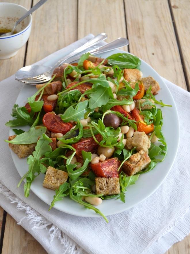 Salada de feijão branco com tomate assado // White bean salad with roasted tomatoes